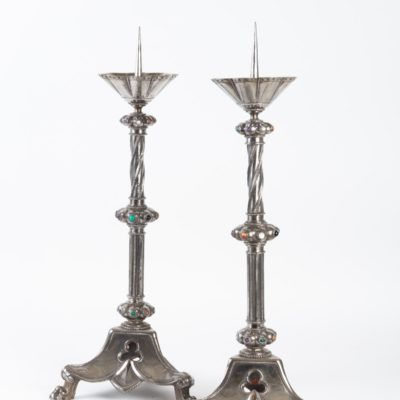 Paire de candélabres de style Gothique. XIXème.